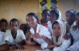 Informe 2013 UNFPA: hay que proteger el derecho de las jóvenes a la salud sexual