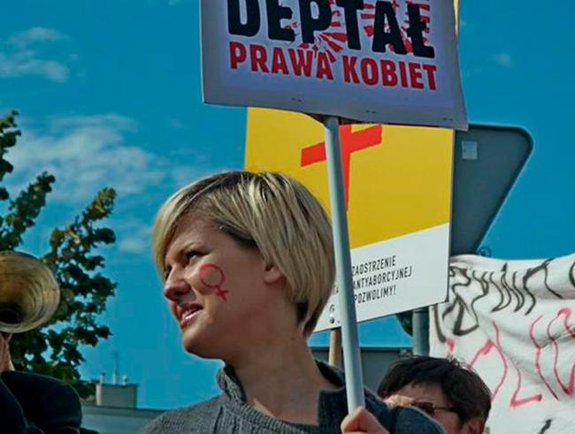 proyecto para prohibir el aborto y penalizar a las mujeres que han abortado o han solicitado abortar, en Polonia