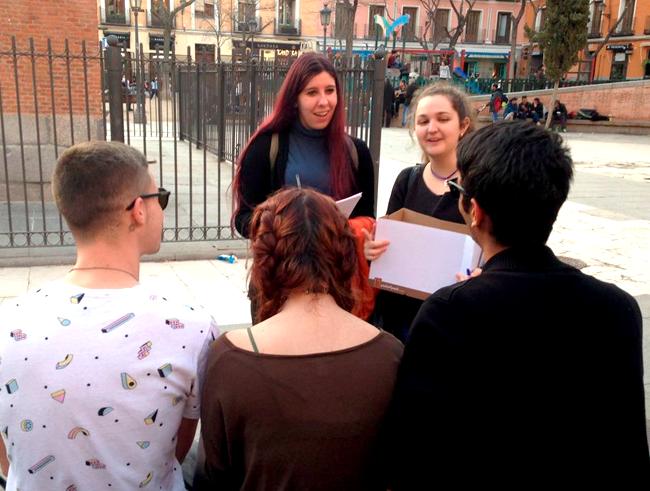El Centro Joven de Anticoncepción y Sexualidad de Madrid responde en la calle a las preguntas