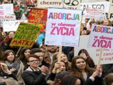 """Organizaciones y organismos instan al parlamento de Polonia a rechazar proyecto """"Detener el aborto""""."""