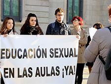 Entregamos en el Congreso de los Diputados la carta abierta por la educación sexual en las aulas